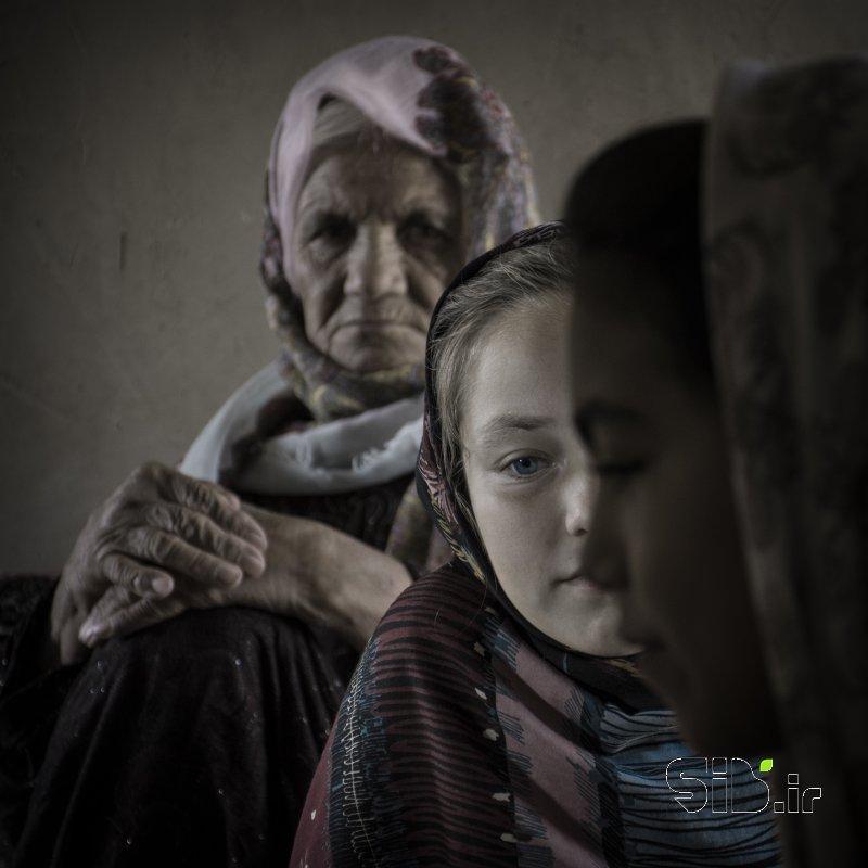 قاب عکس مدرن دختران ترکمن پرتره اثر محمدرضا کیوانفر